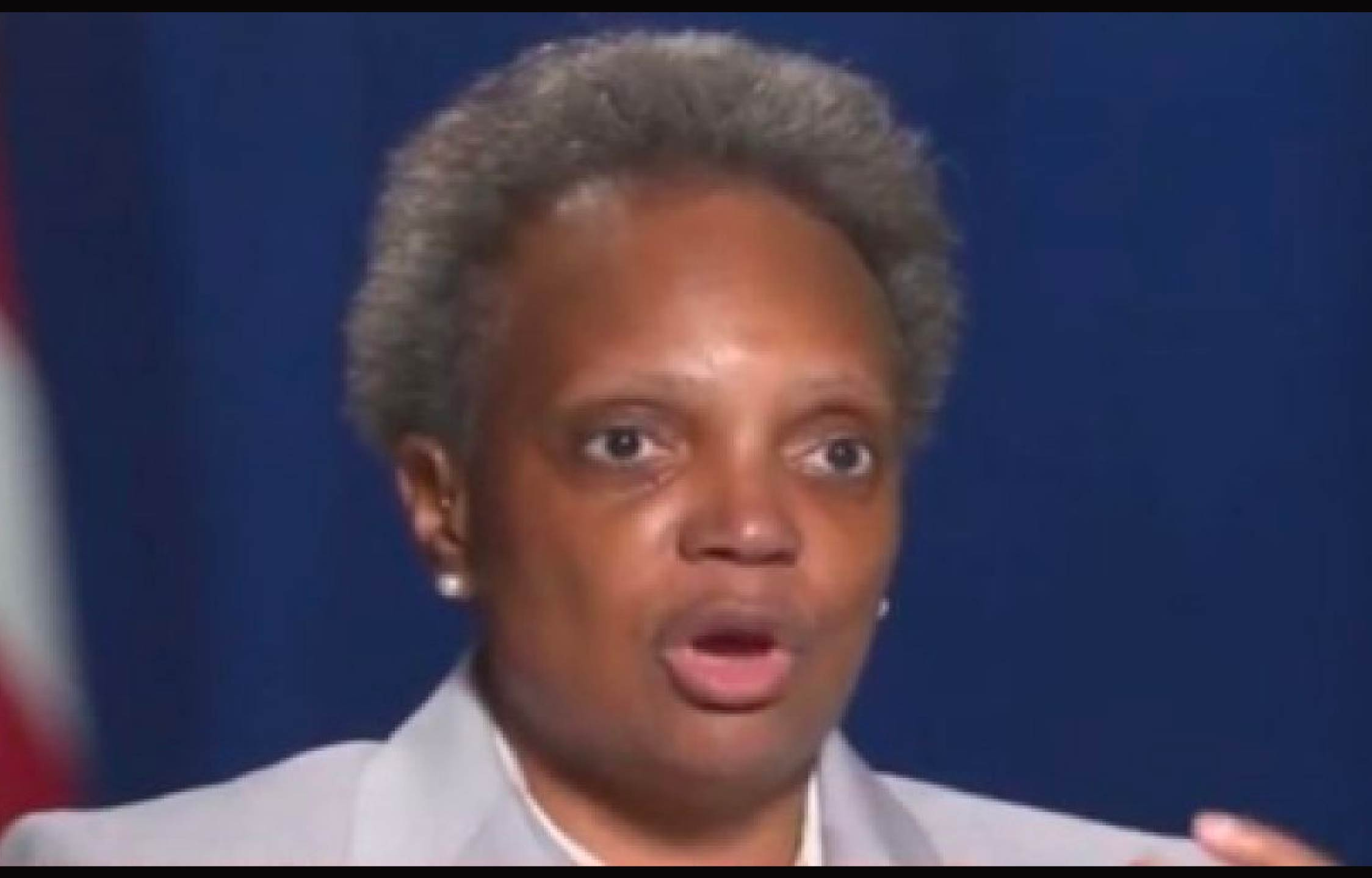 30 Chicago police officers turn their backs on Lori Lightfoot inside the hospital after two police shots (photo)